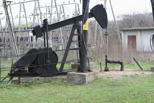 Muzeum Przemysłu Naftowego i Gazownictwa im. Ignacego Łukasiewicza w Bóbrce – znaczy się polska ropa.