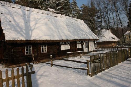 Zimową porą – skansen w Ochli
