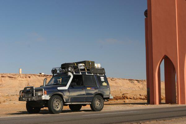 El Aaiun (Laayoune) - przy miejskiej bramie.