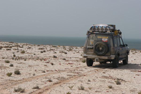 Dwa żywioły - piasek i woda. Pustynia i ocean.