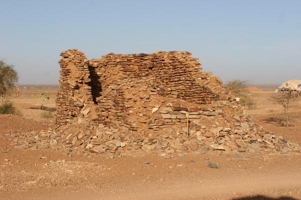 W drodze Mali - wymarłe miasteczko, a może pasterska osada?