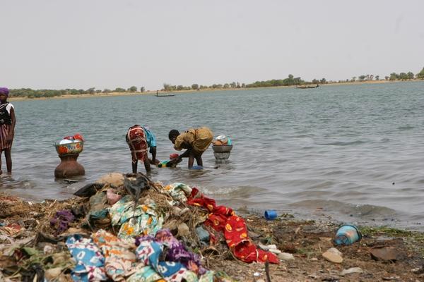 Segou - rzeka Niger - praczki.
