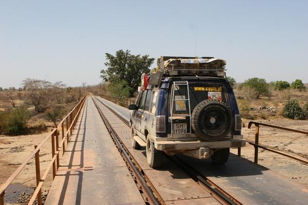 Pierwszy most kolejowy na rzece Senegal.
