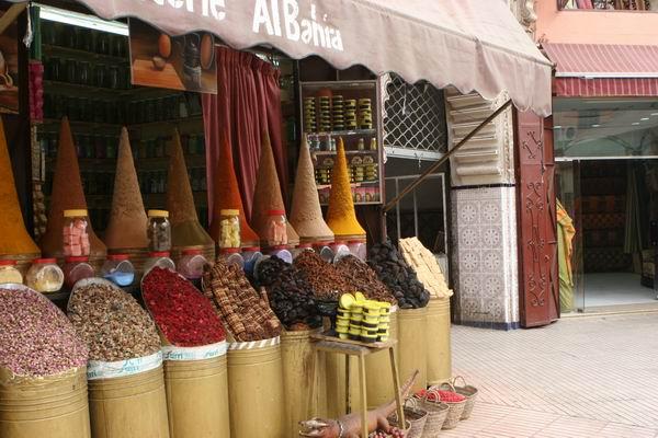 Marrakesz - kram z przyprawami.