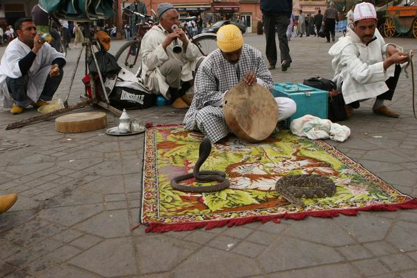Marrakesz - Dżemaa El-Fna - wielki plac.
